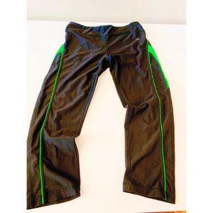 Vogo Athletica Capri Style Leggings